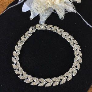 Jewelry - Stunning Silver Rhinestones Choker